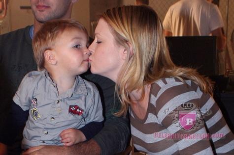 melissa joan hart husband mark wilkerson. Pregnant Melissa Joan Hart 31,